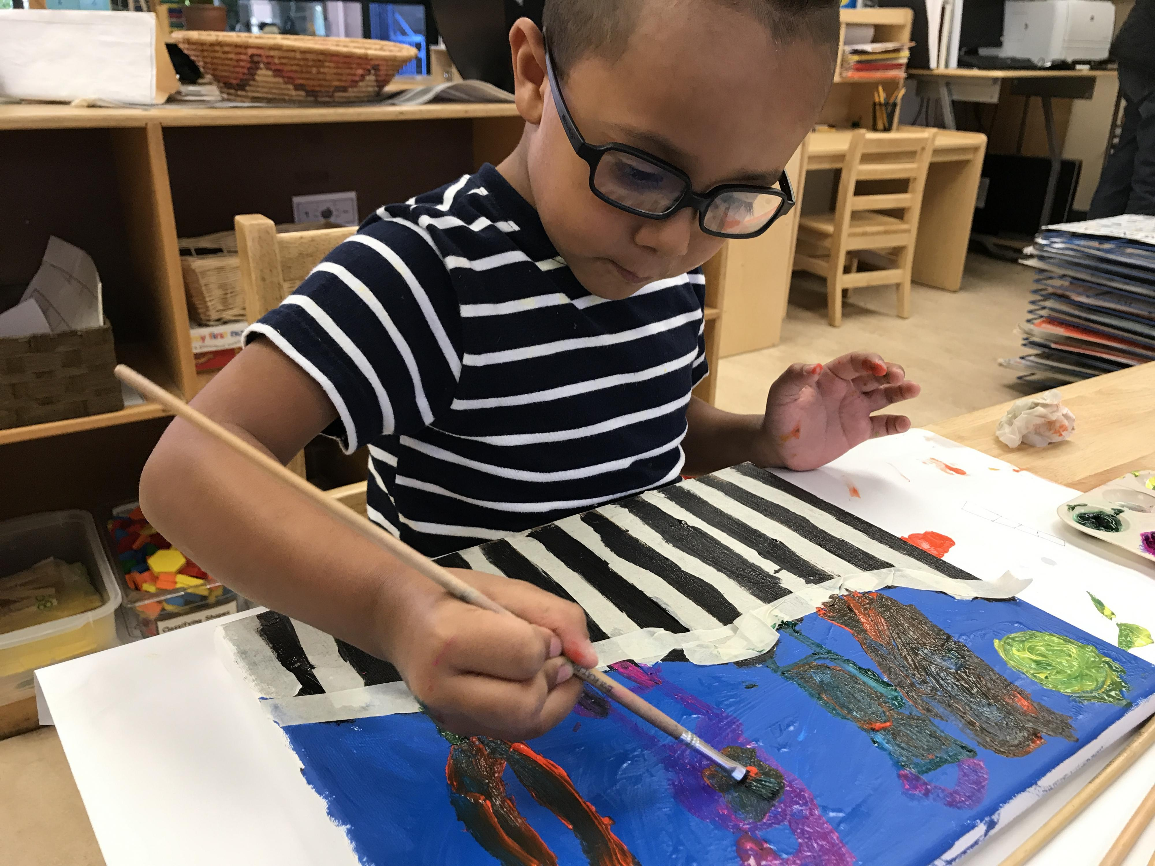 Zahid uses paint to represent the word frontera.