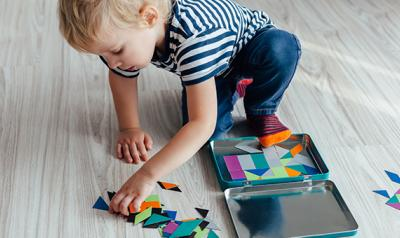 Toddler counting shapes