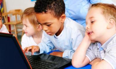 Students sharing a computer screen