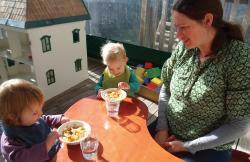 Teacher watching toddlers eat